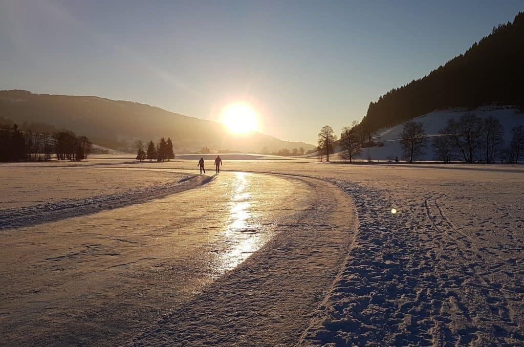 Eislaufen auf zugefrorenem See