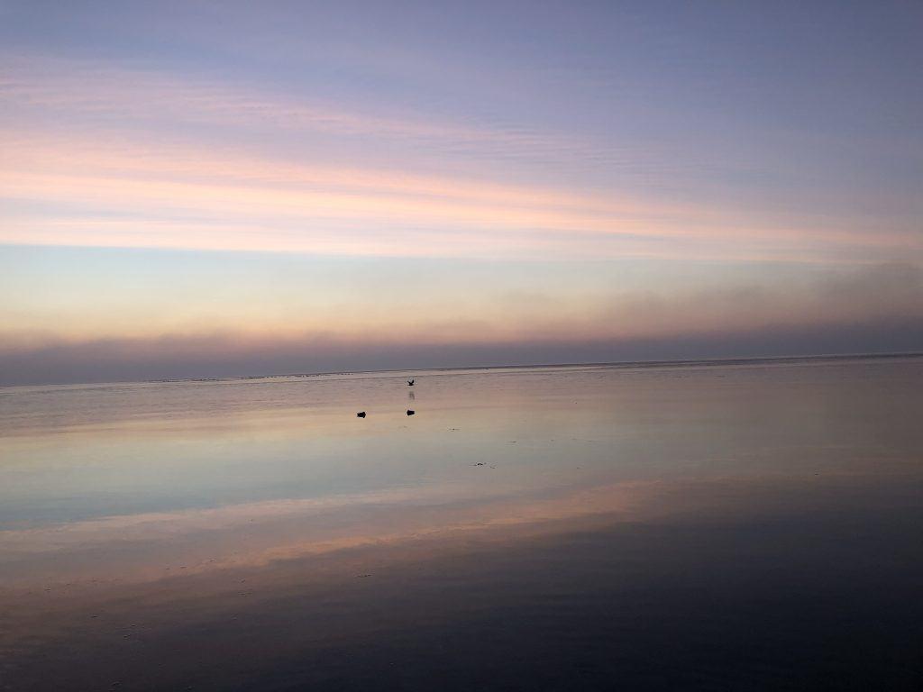Morgenröte kurz vor dem Sonnenaufgang an der Ostsee